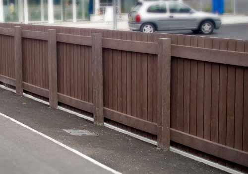 Close board fencing
